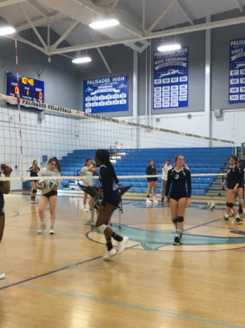 Girls' Volleyball Team Defeats Uni, Eyes Playoffs